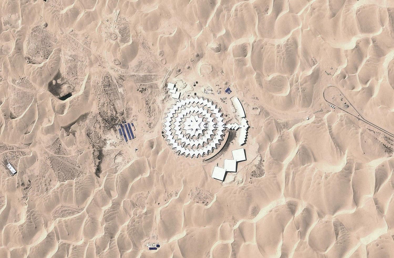 гостиница в песках