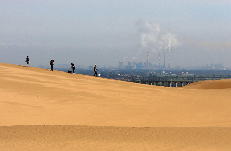 пустыня возле электростанции