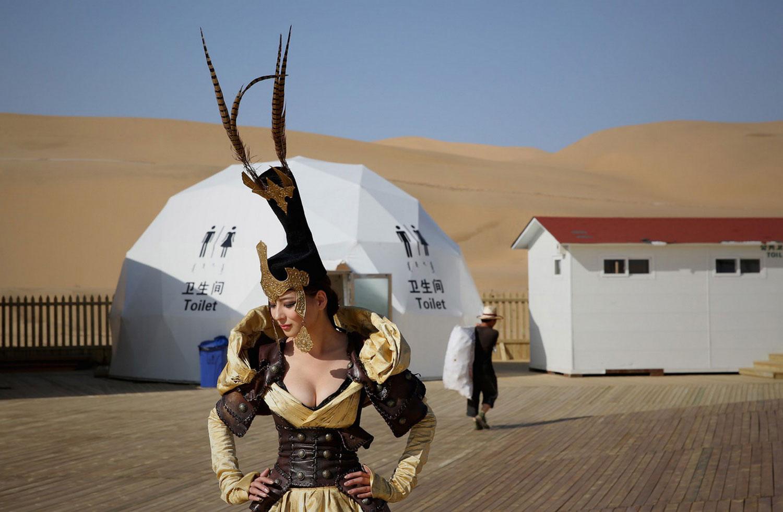 артистка в монгольском костюме