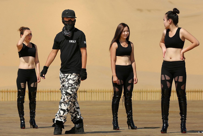 танцоры в черном