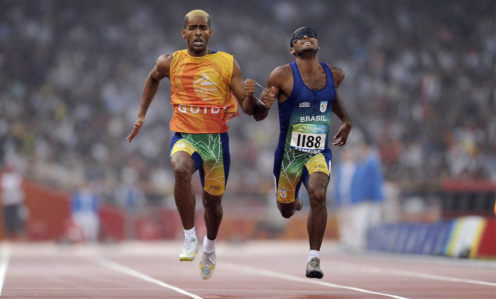 победа в забеге на 100 метров на паралимпиаде 2008 в Пекине, фото