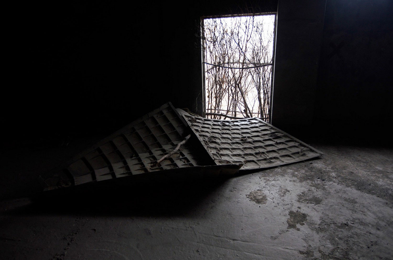 окна разрушенных башен в Китае