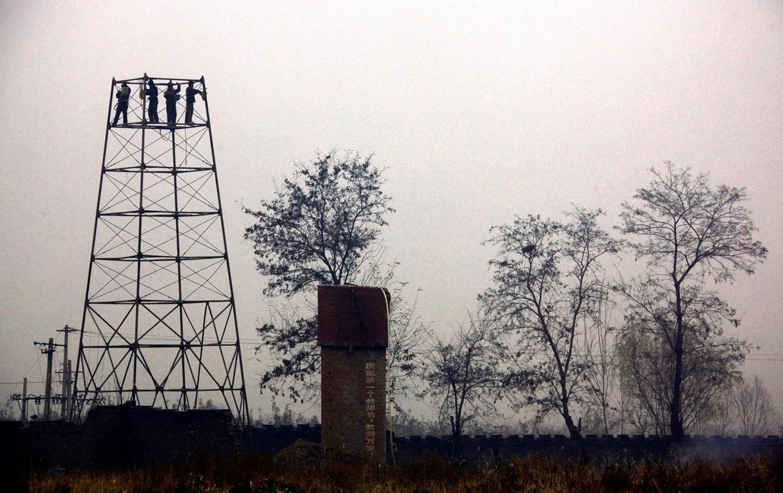 демонтаж башни в развлекательном парке Пекина