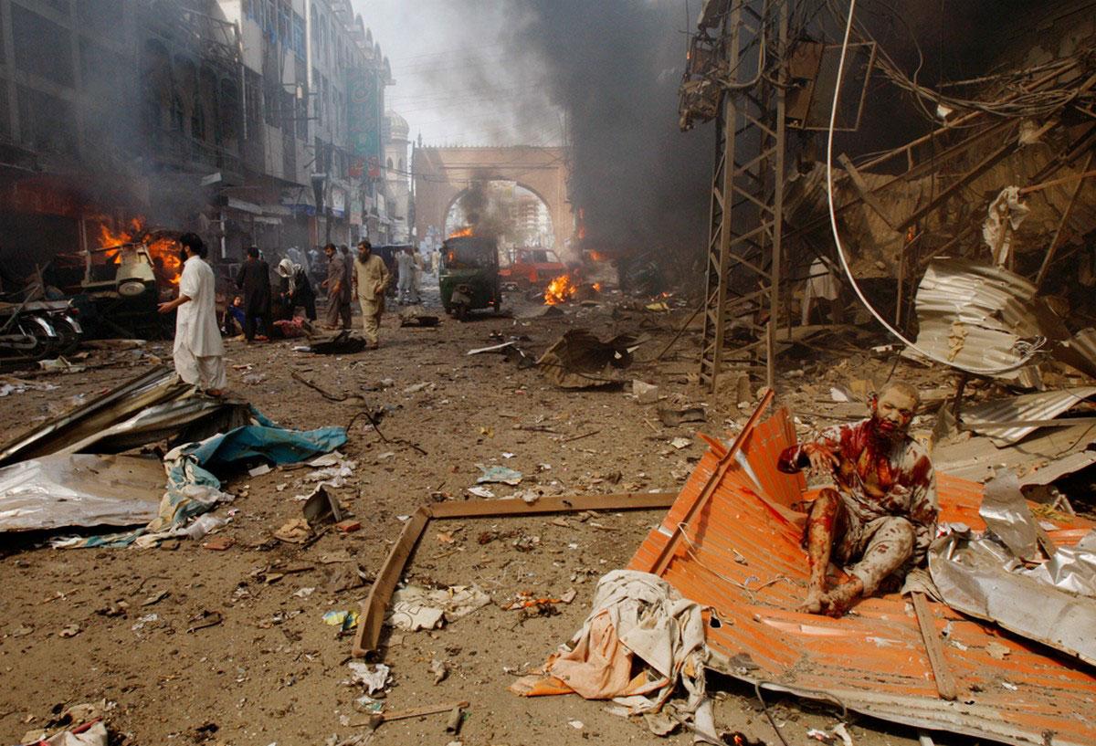 взрыв бомбы на рынке