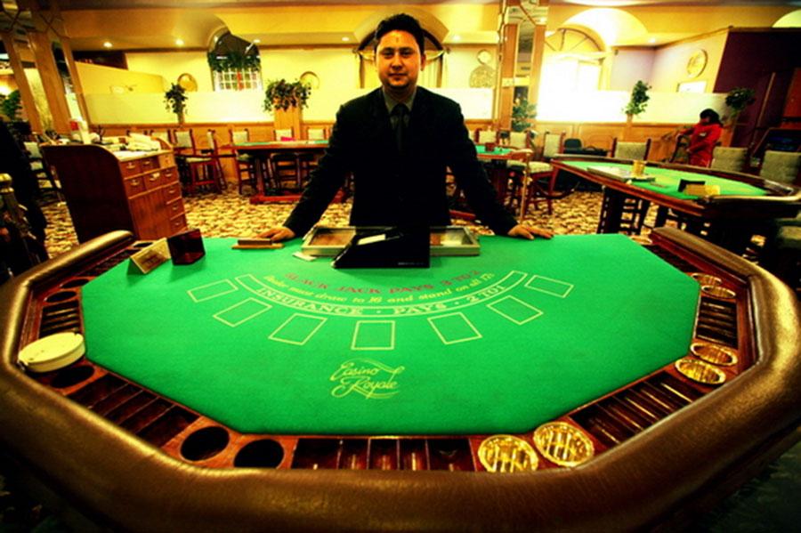 крупье в казино