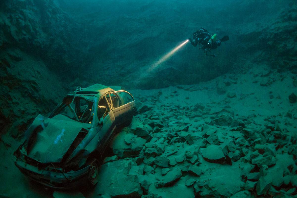 Затонувший автомобиль