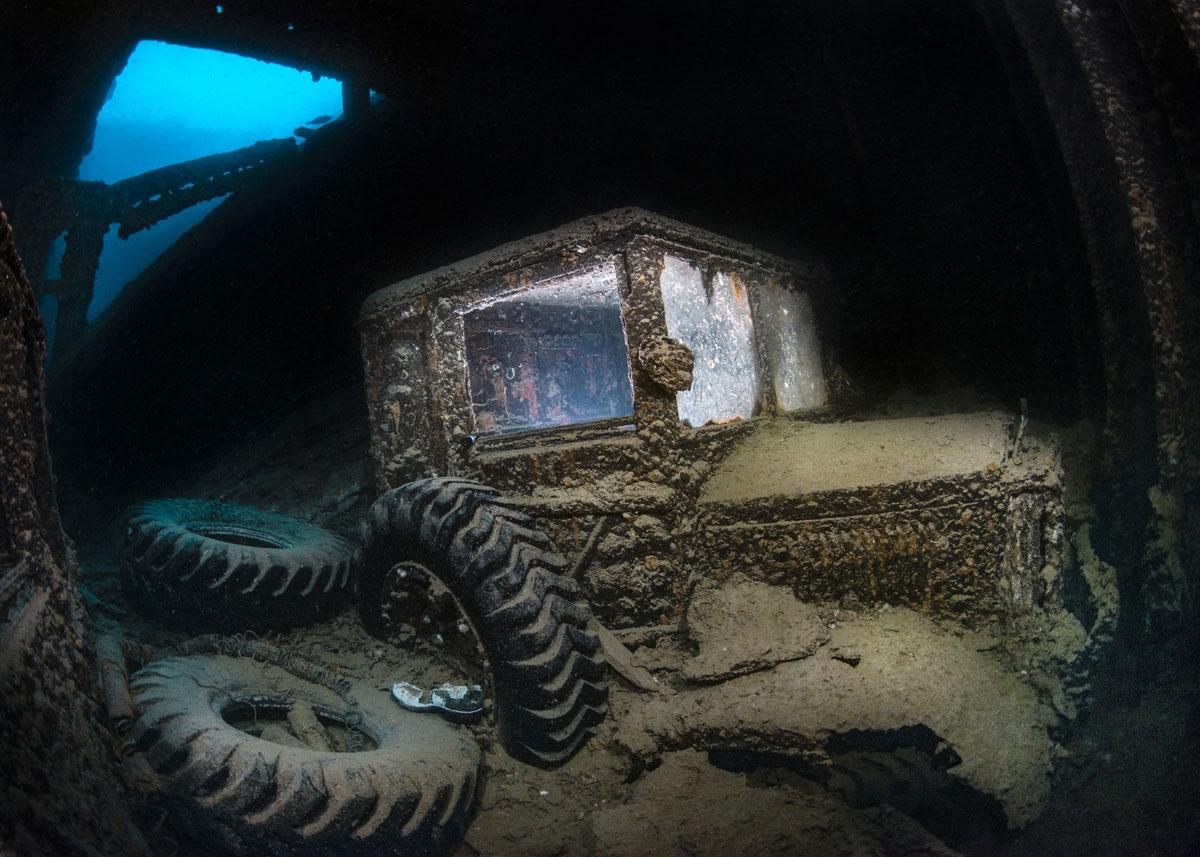 Затонувший трактор