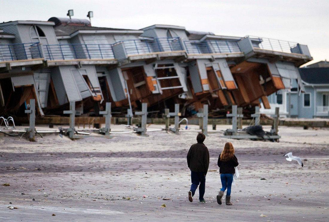 снесенные ураганом домики, фото