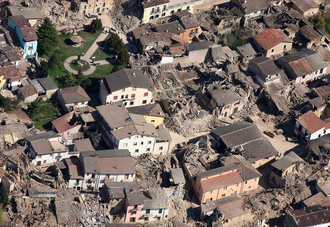 руины города Аквила, фото