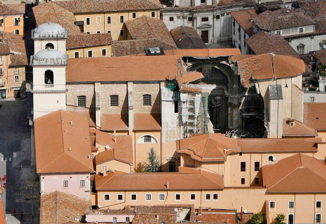 поврежден Кафедральный собор Сан-Массимо, фото