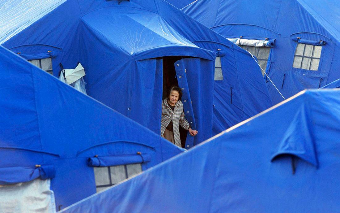лагерь в Аквиле после землетрясения, фото