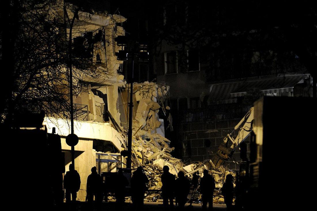 Поиски пострадавших не прекращаются в Италии, фото