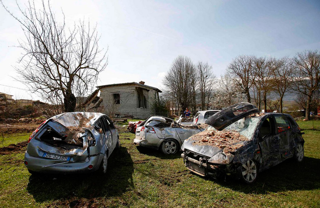 Покореженные автомобили в Италии, фото