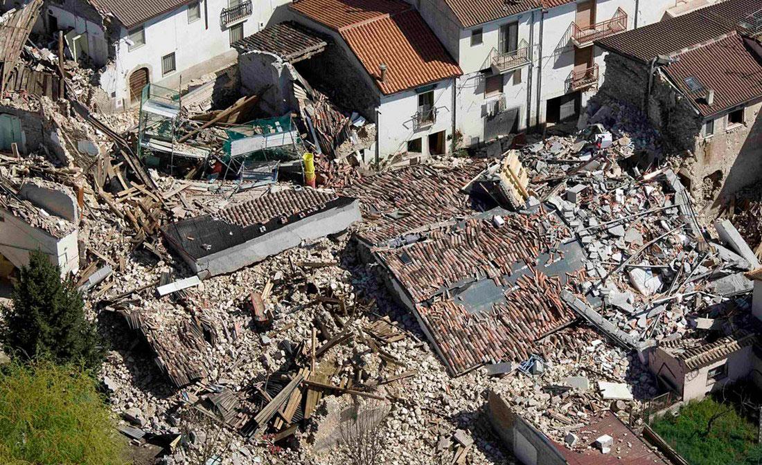 Разрушенные дома в Л'Акуила, фото