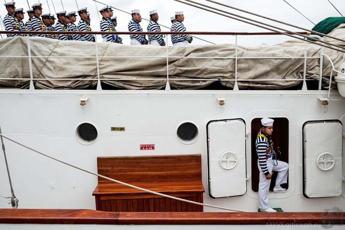 Моряки в тельняшках