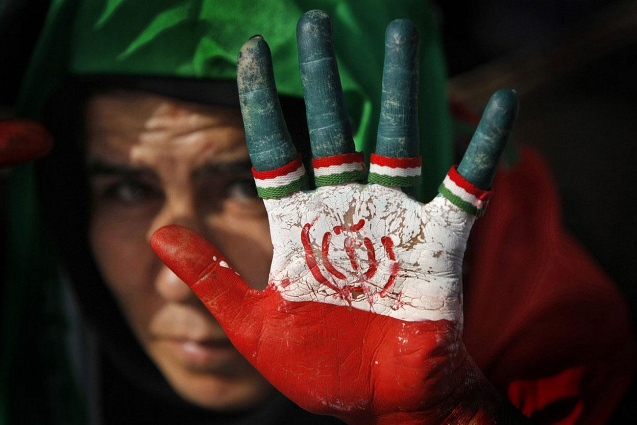 ладонь со знаком партии в Иране