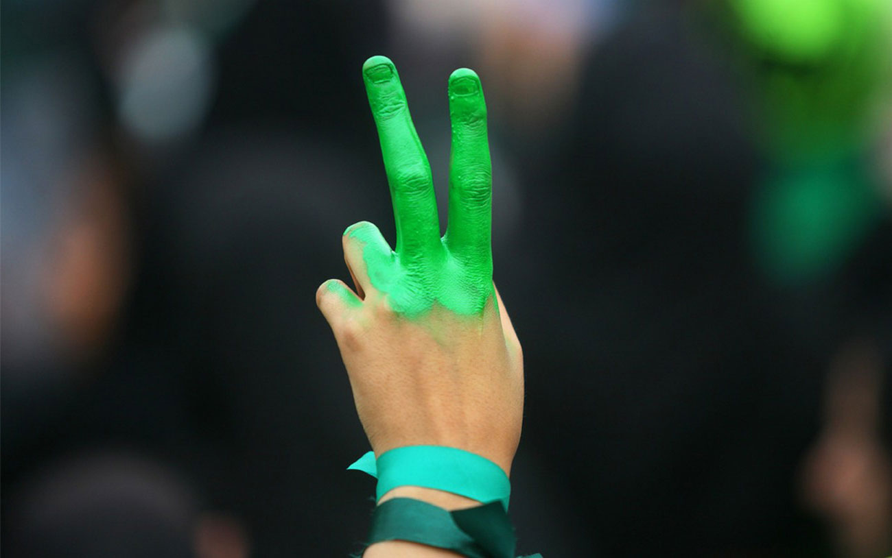рука на предвыборном митинге