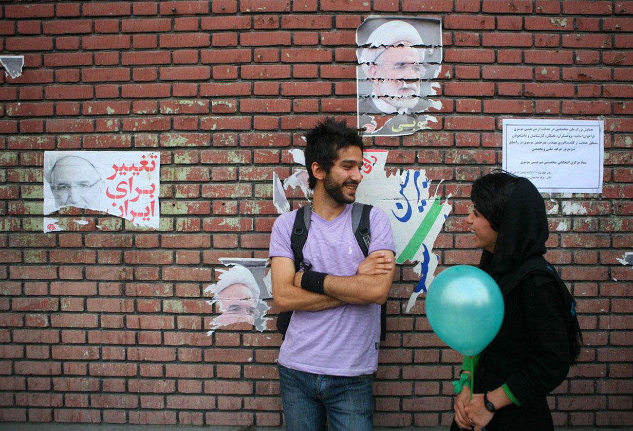 люди в иранском городе Хорамабад