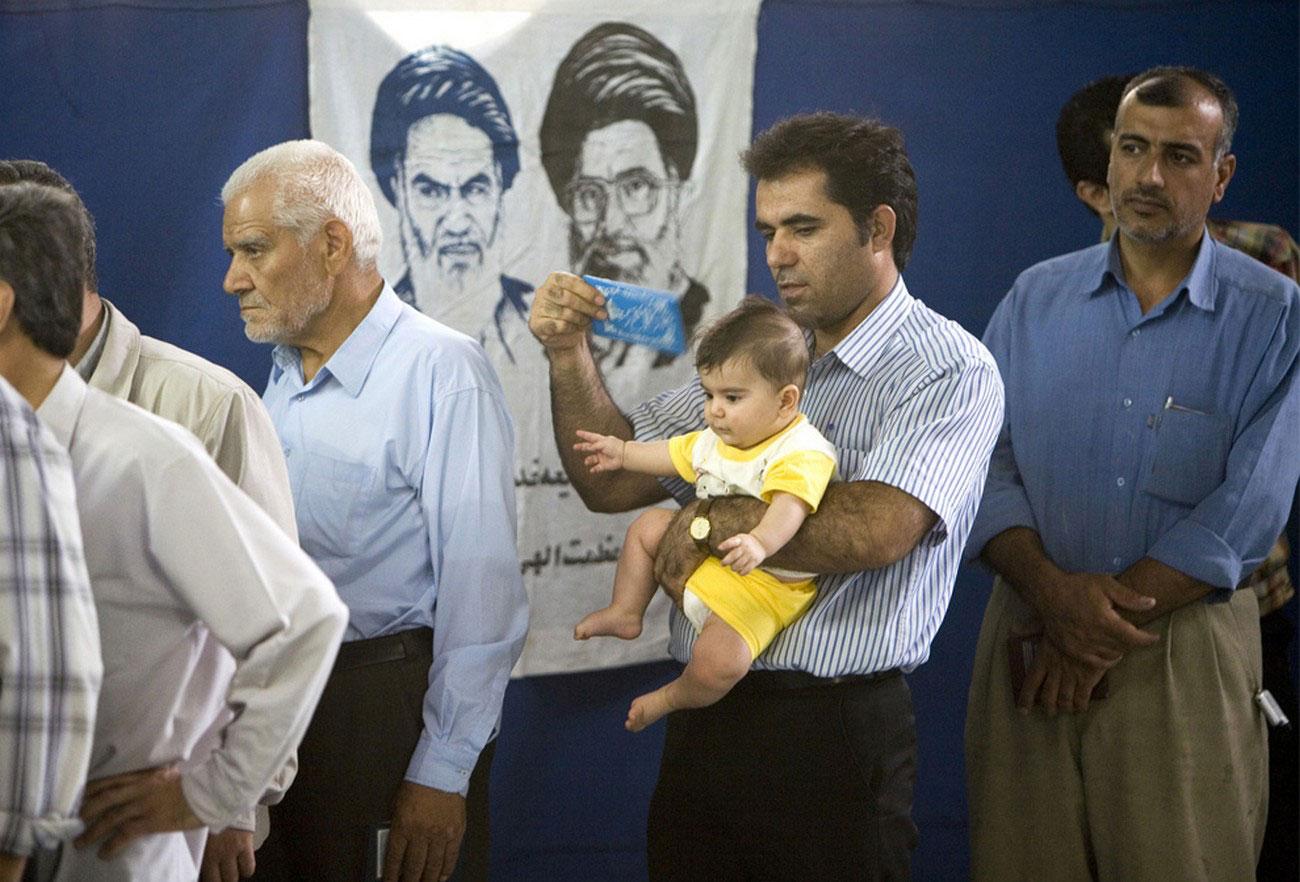 на избирательном участке в мечети