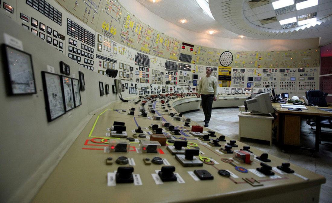 Оператор в диспетчерской третьего блока АЭС Козлодуй, фото