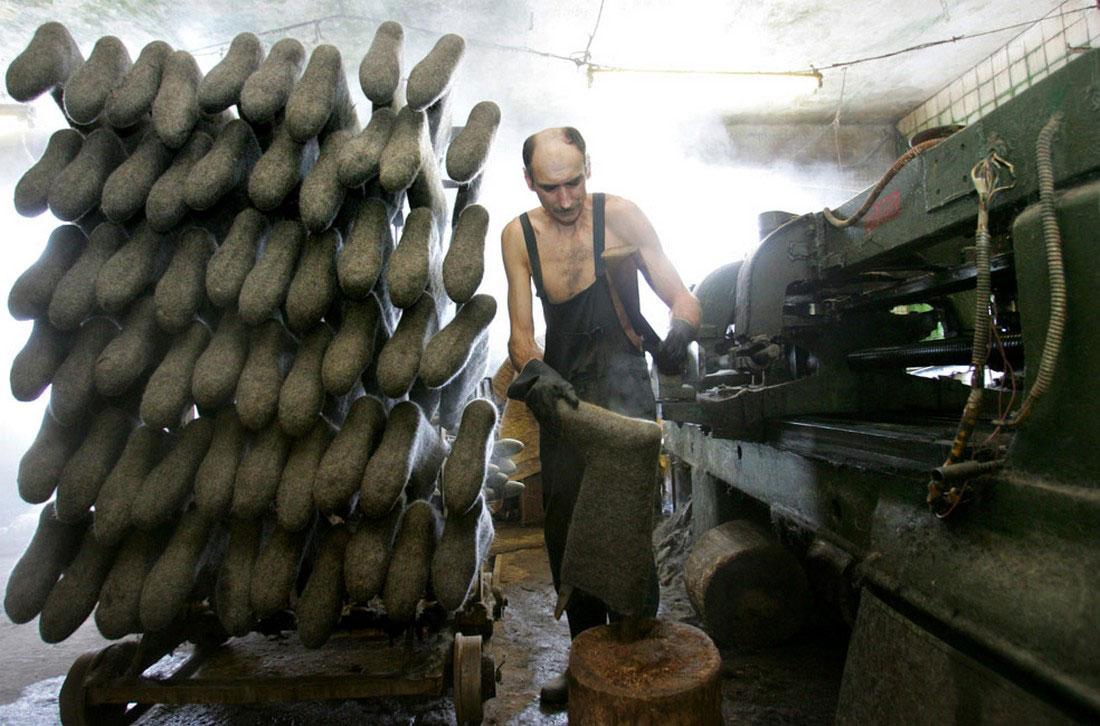 на белорусской фабрике по изготовлению валенок, фото