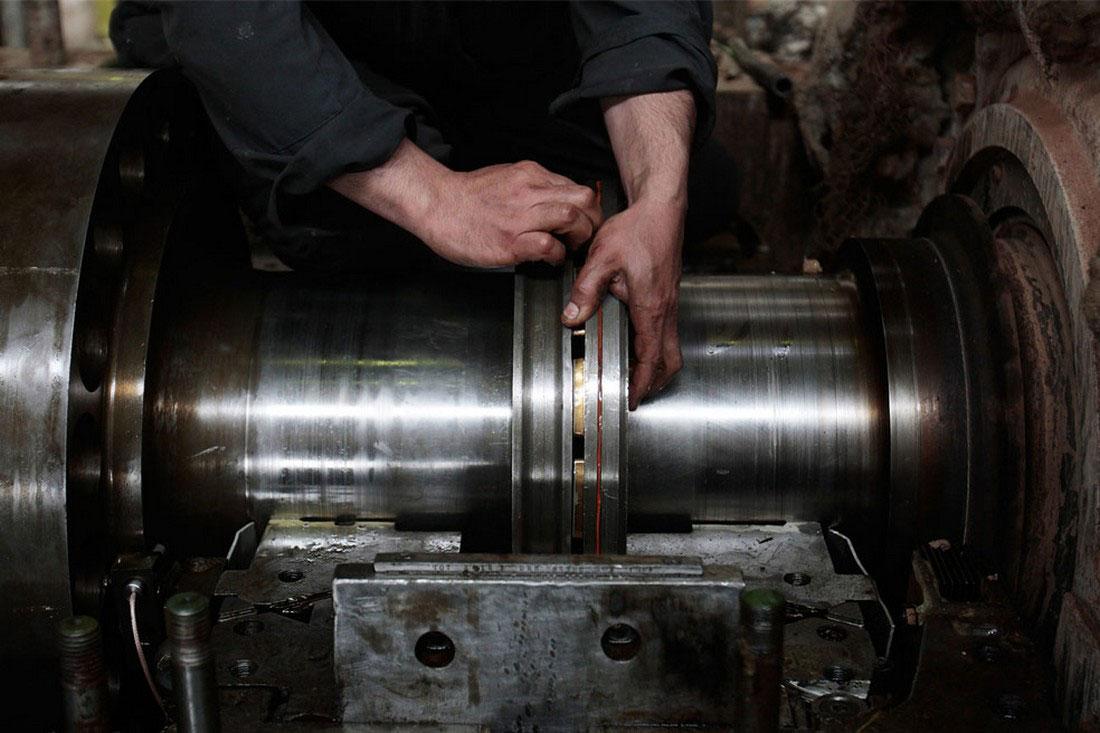 Сотрудник иракской электростанции, фото