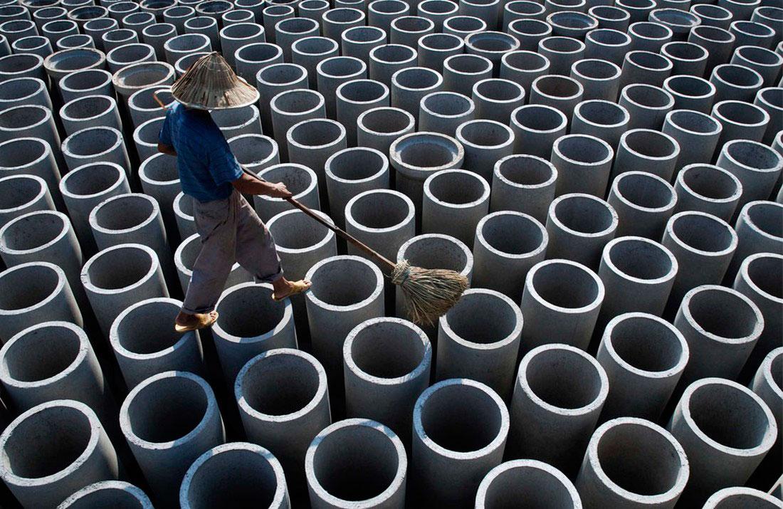на территории цементного завода в Китае, фото