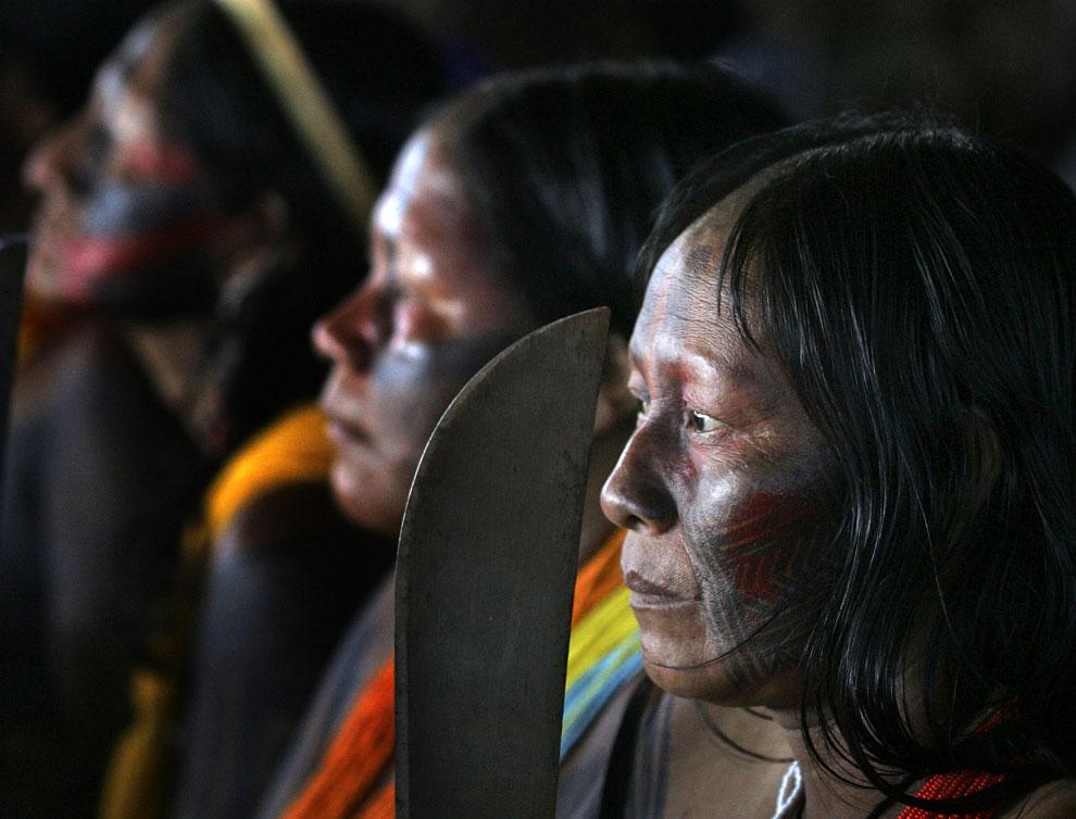 индеец амазонки с мачетой