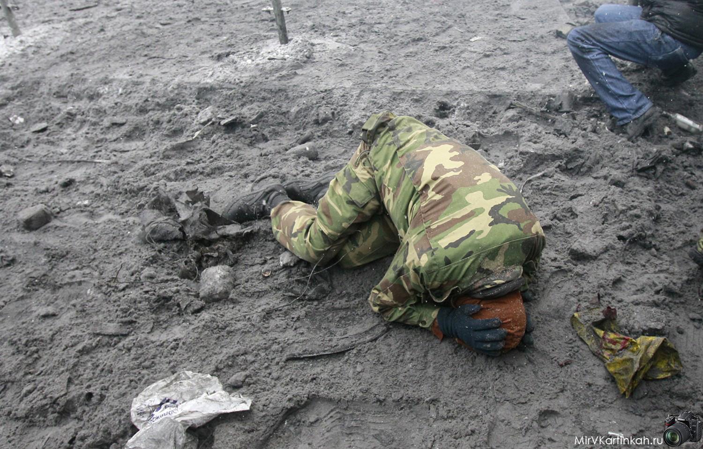человек упал на землю