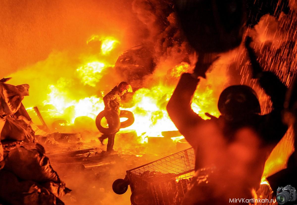 Протестующие сжигают шины