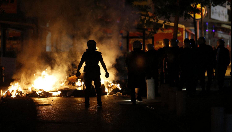горящая баррикада