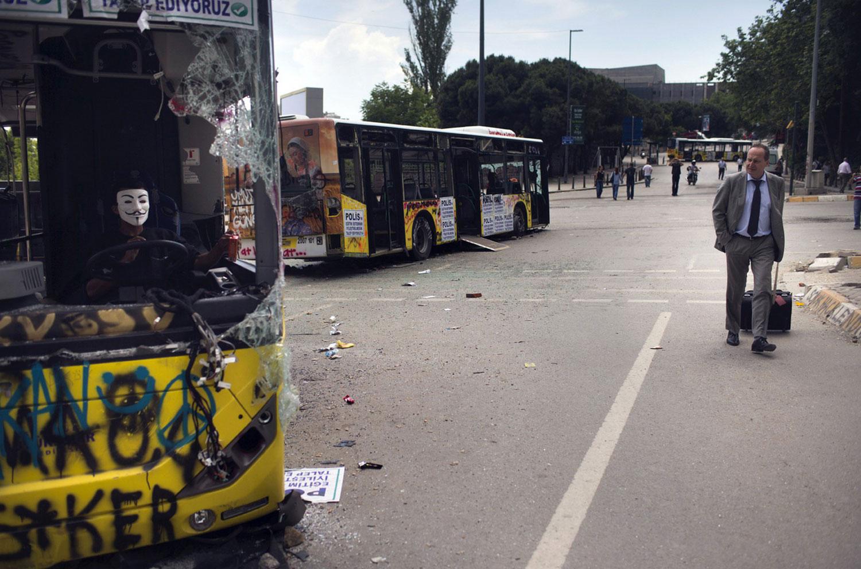 разбитые автобусы