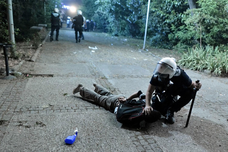 Задержание одного из демонстрантов