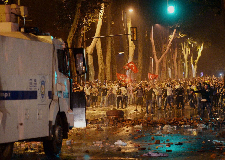 улицы после митинга