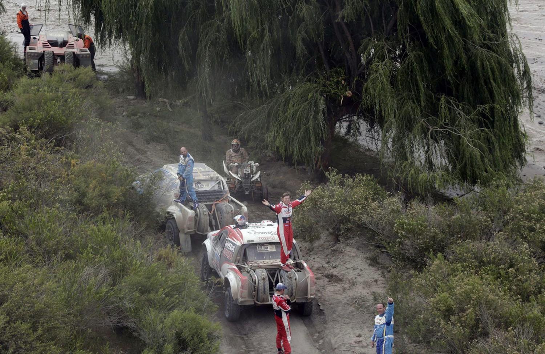 Участники ралли Дакар на восьмом этапе соревнований, фото