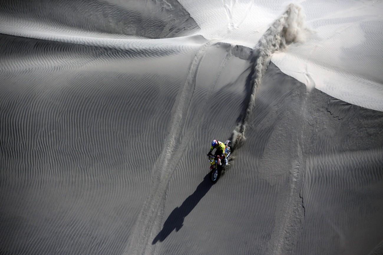 Клаудио Родригес на мотоцикле Honda, фото Дакар