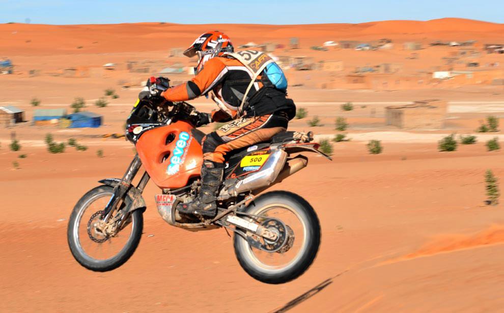 мотоциклист, фото с ралли Дакар