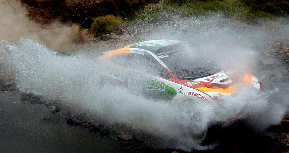 автогонщик, фото с ралли Дакар