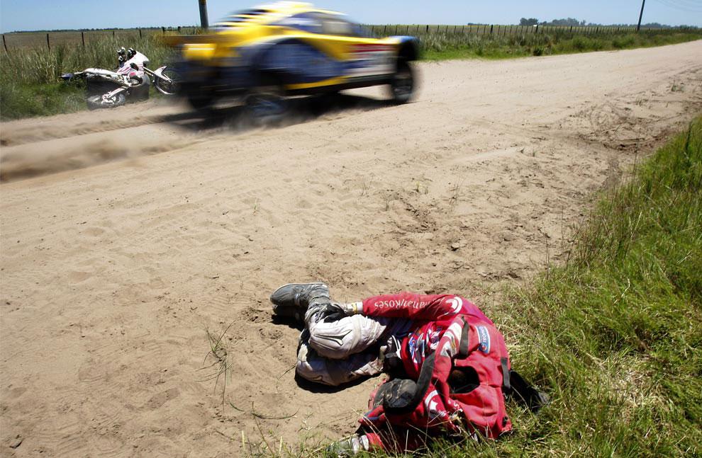Французский мотоциклист, фото с ралли Дакар