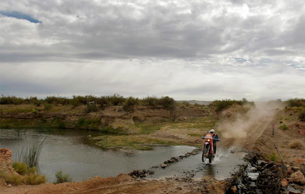водная преграда на третьем этапе, фото с ралли Дакар