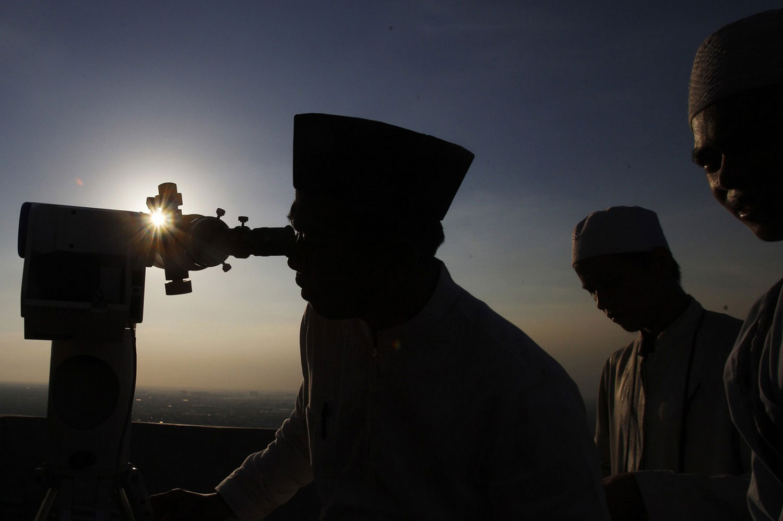 мусульмане изучают небо
