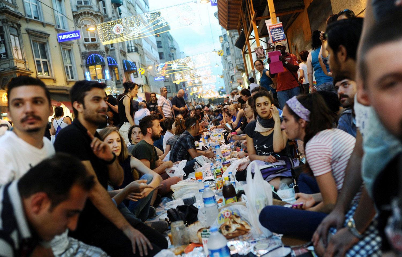 Турецкие антиправительственные демонстранты