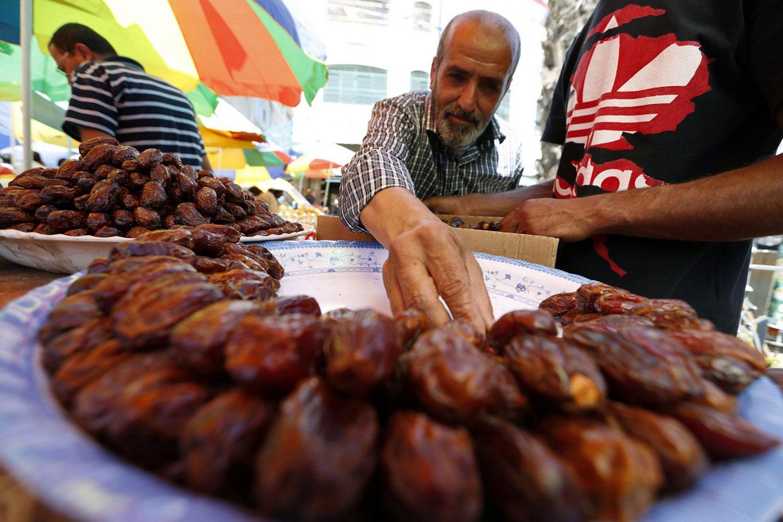 Продажа сладостей на рынке