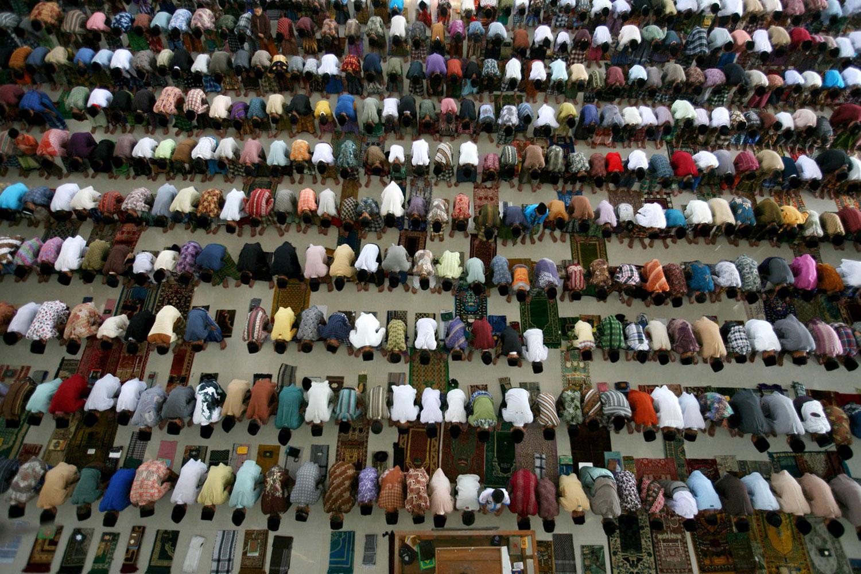 студенты в исламской школе-интернате