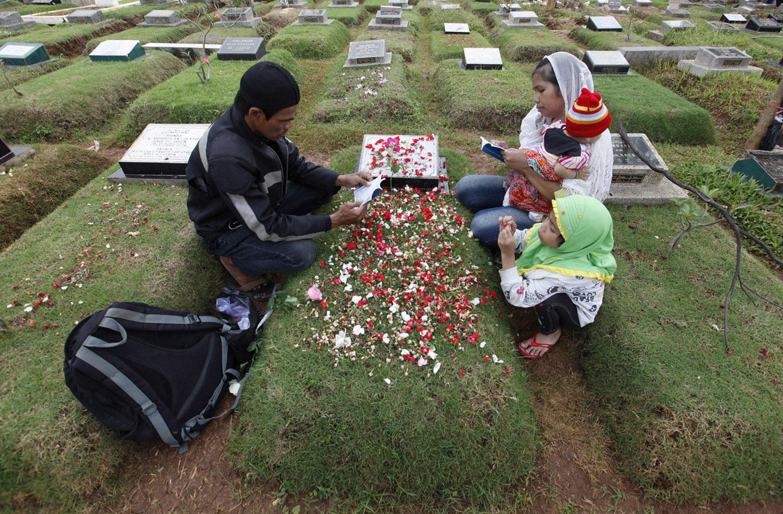 кладбище в Джакарте