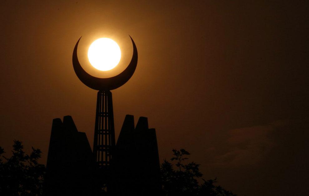 Верхняя часть мечети Фейсал в Пакистане, фото