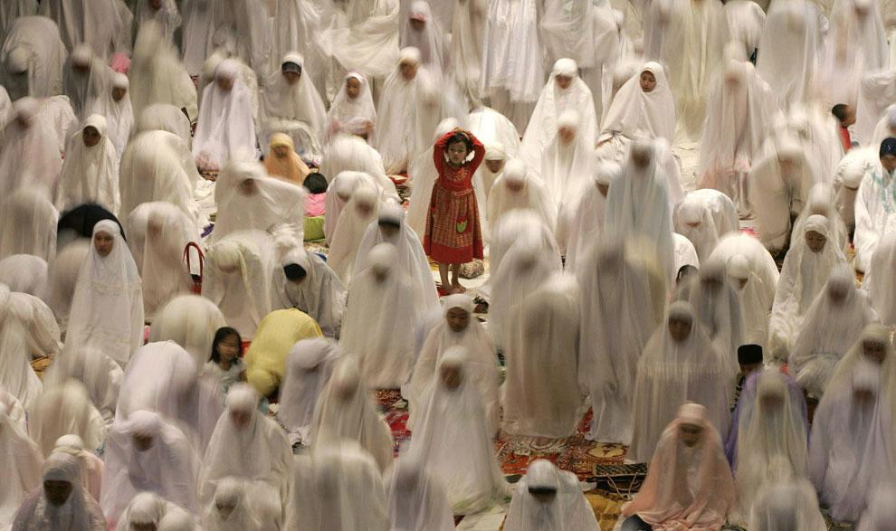 во время молитвы во время Рамадана, фото