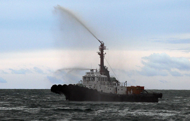 судно за очисткой воды