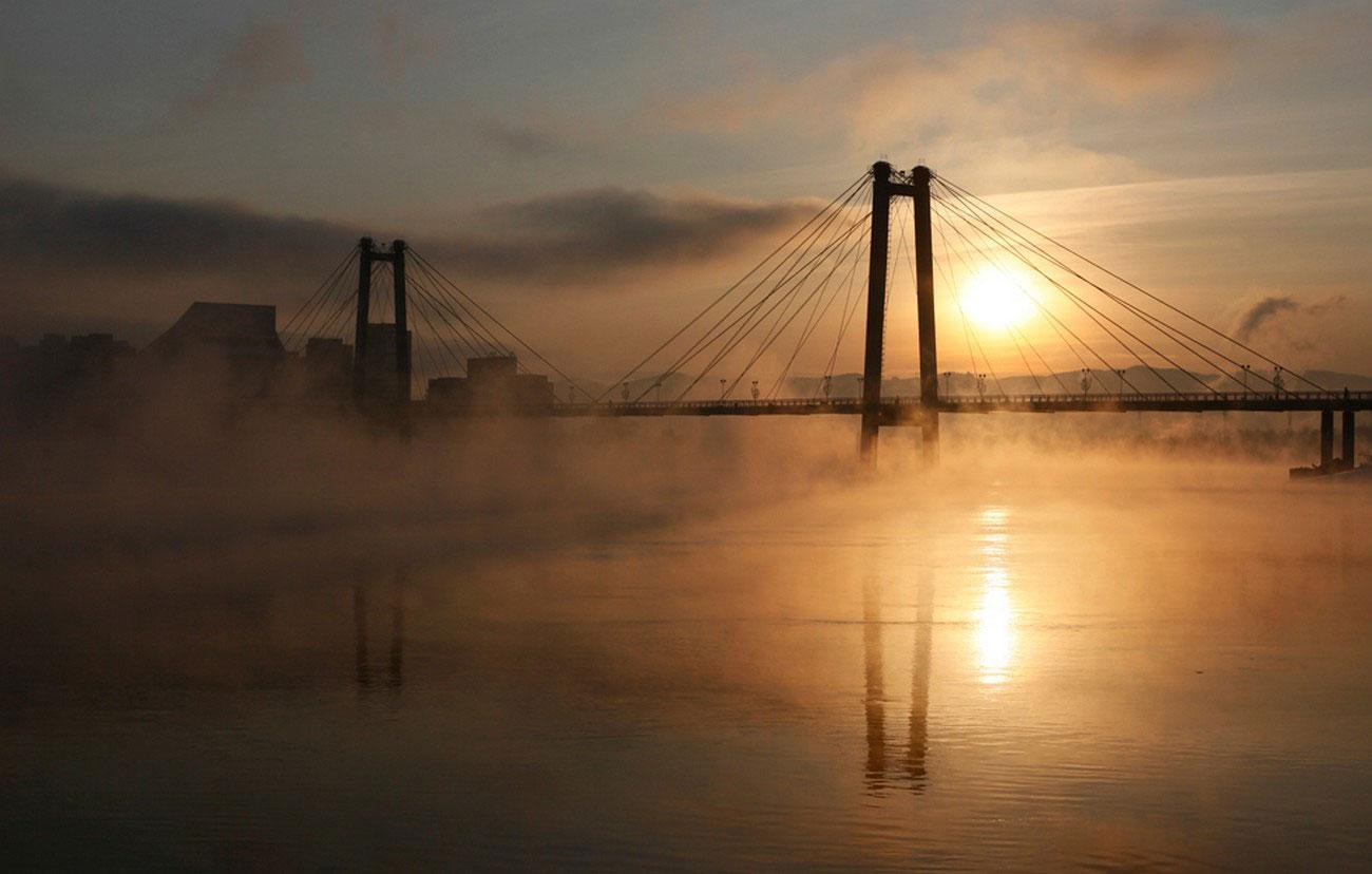 Пешеходный мост через реку Енисей