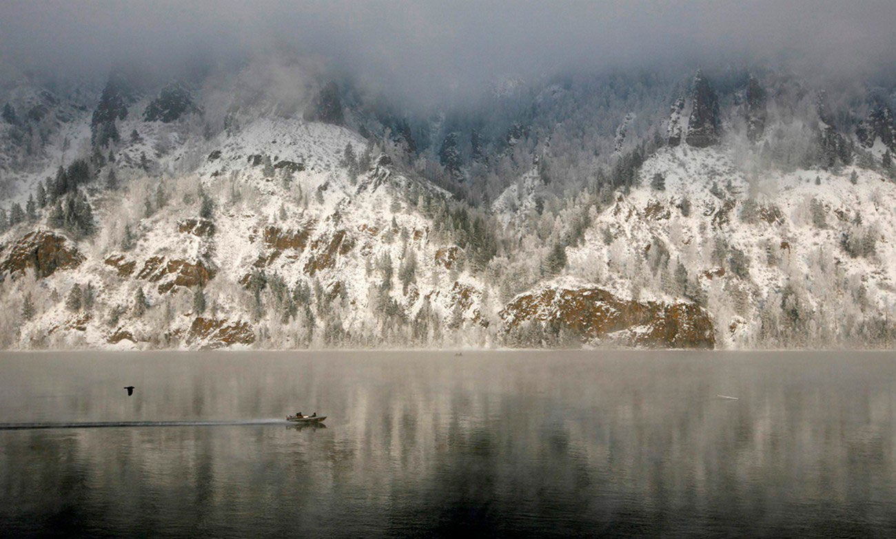 лодка на сибирской реке, фото
